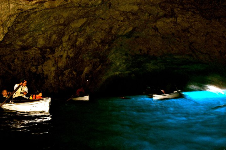 blue-grotto-capri-italy-11