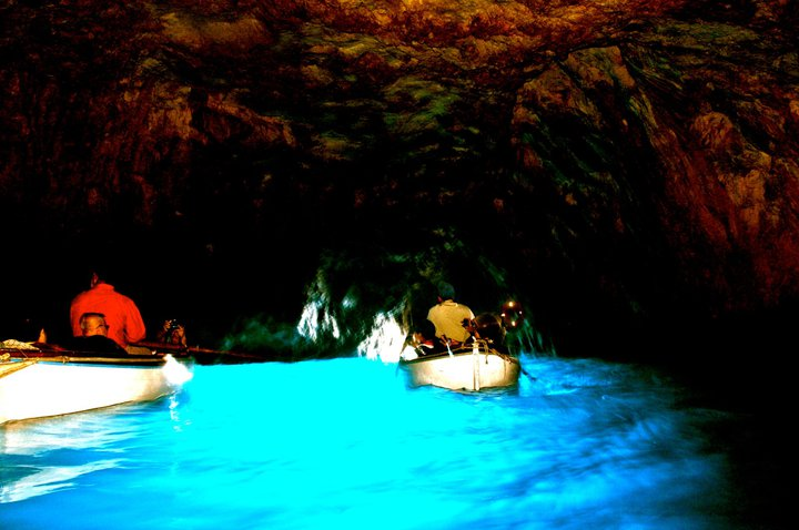 blue-grotto-capri-italy-13