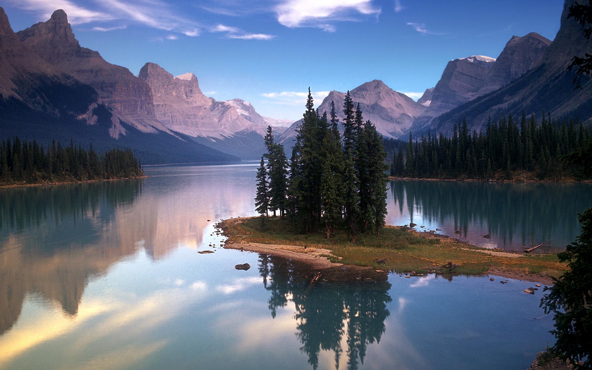 Spirit Island on Maligne Lake, Jasper National Park/Spirit Islan