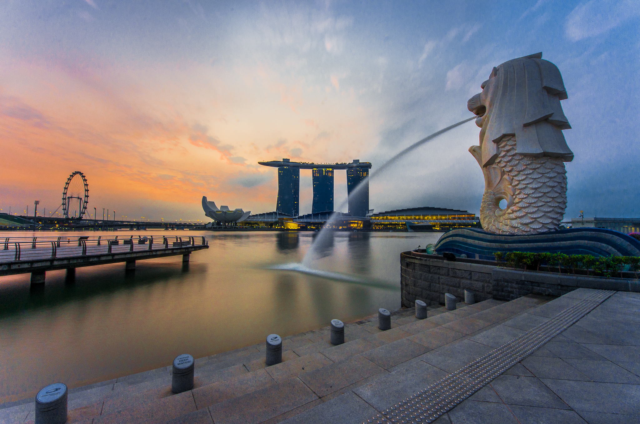 rear_view_of_the_merlion_statue_at_merlion_park_singapore_with_marina_bay_sands_in_the_distance_-_20140307