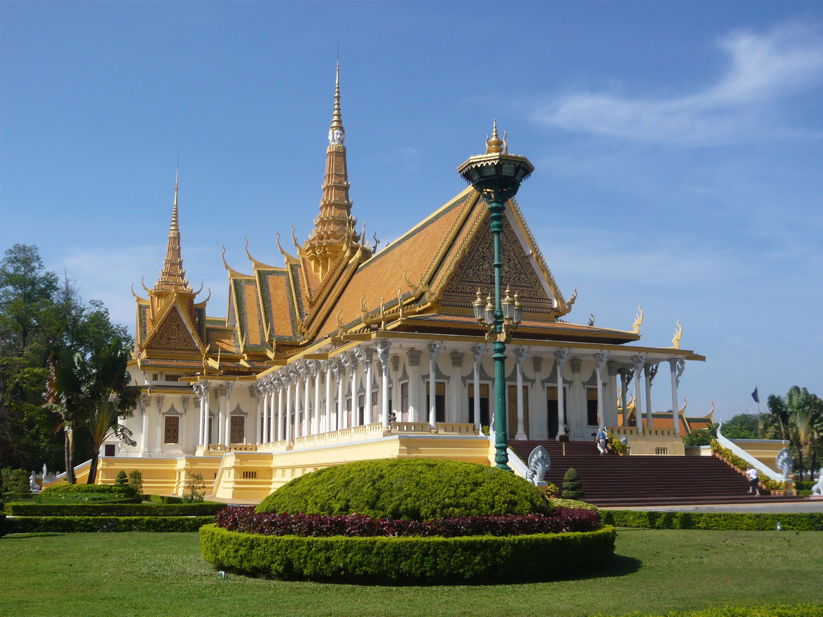 royal-place-phnom-penh-palais-royal-cambodge-001
