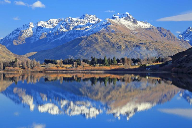 lake_with_snow_mountain_reflections_in_the_south_island_new_zealand