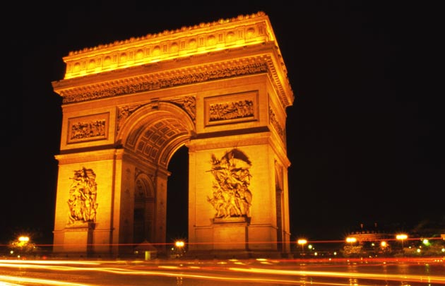 arc-de-triomphe-nuit-lumiere-orange-630x405-c-thinkstock