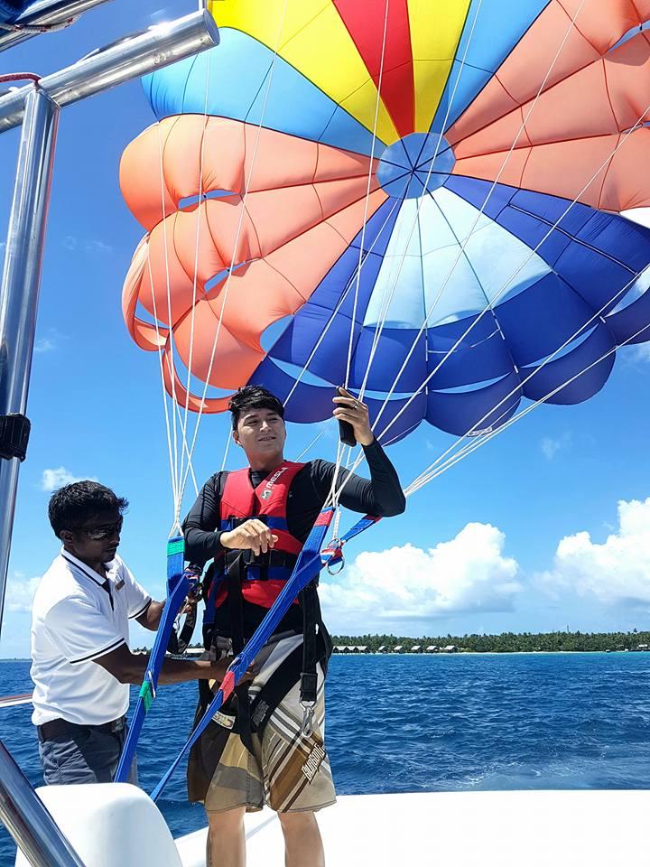 parasailing-in-gan-10