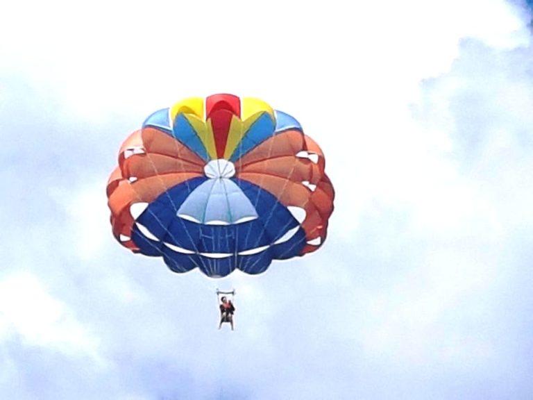 parasailing-in-gan-16