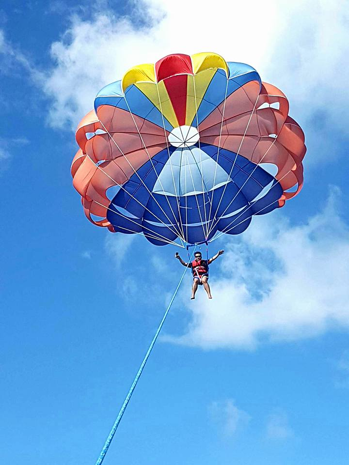 parasailing-in-gan-2