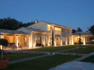facade-Villa-Lumiere-Provence